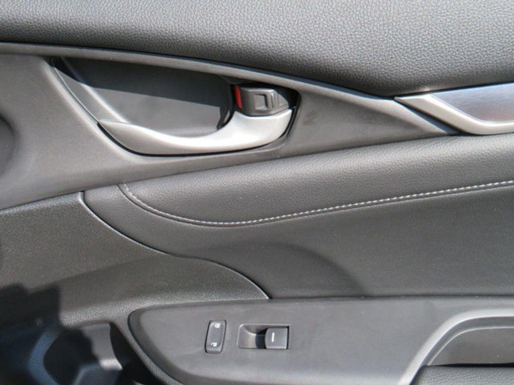 2019 Honda Civic Sedan Touring CVT - 18780253 - 39
