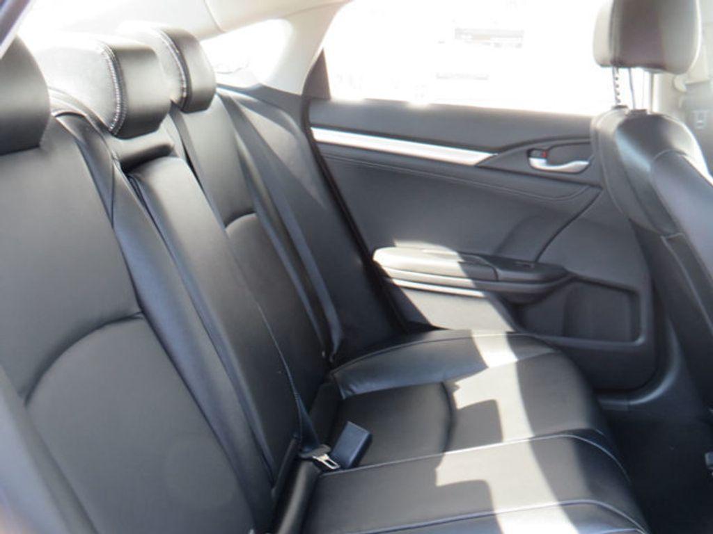 2019 Honda Civic Sedan Touring CVT - 18780253 - 42