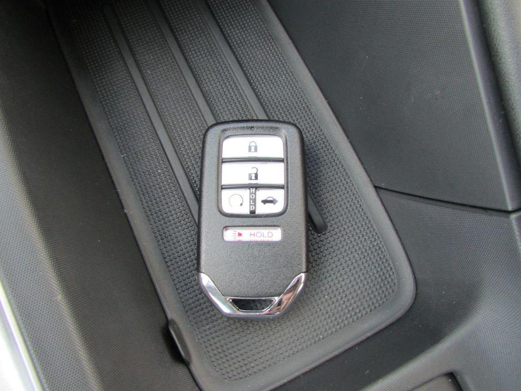 2019 Honda Insight Touring CVT - 18348817 - 31