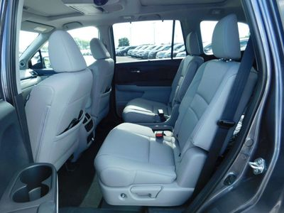 2019 Honda Pilot 4DR SUV AWD ELITE - Click to see full-size photo viewer