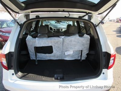 2019 Honda Pilot LX AWD - Click to see full-size photo viewer