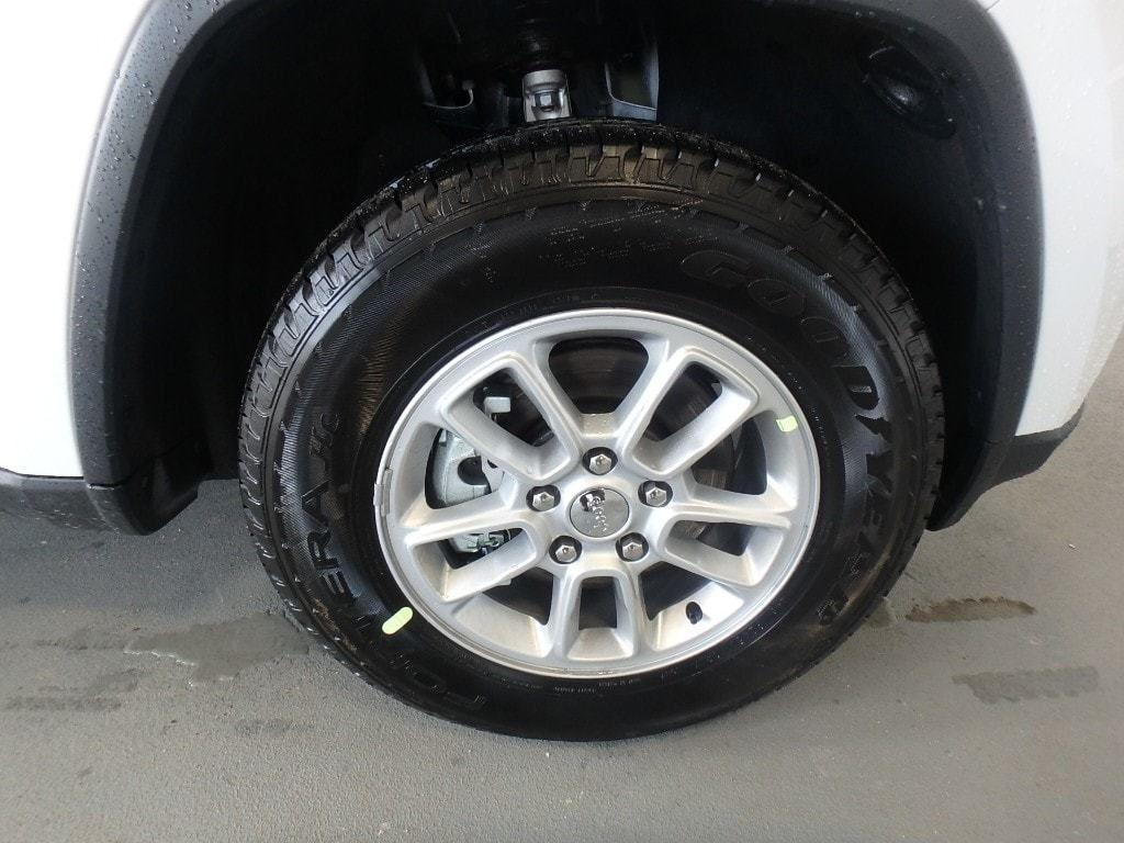 2019 Jeep Grand Cherokee Laredo E 4x4 - 18690117 - 4