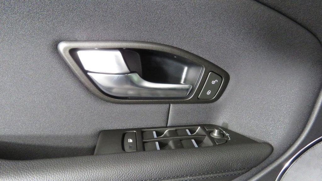 2019 Land Rover Range Rover Evoque 5 Door SE - 18671128 - 24
