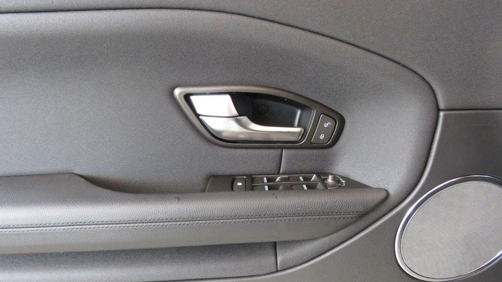 2019 Land Rover Range Rover Evoque 5 Door SE - 18677820 - 24