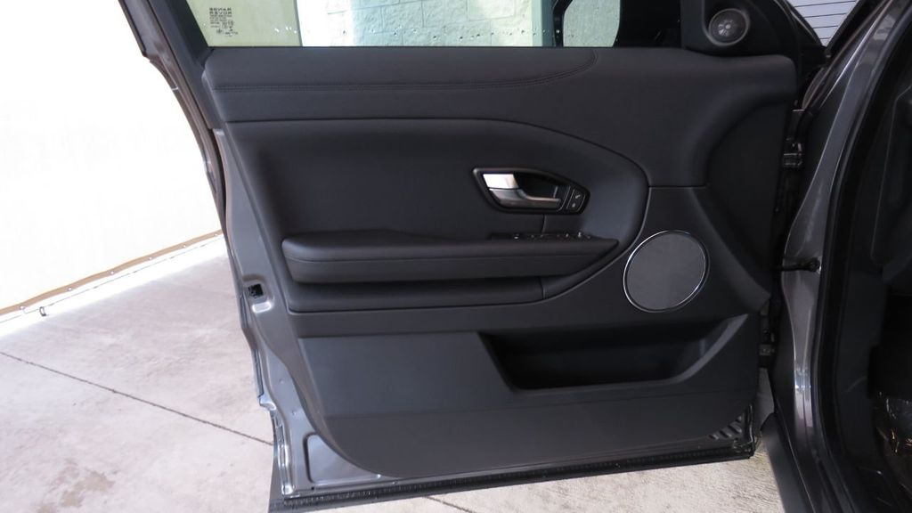 2019 Land Rover Range Rover Evoque 5 Door SE - 18677820 - 25