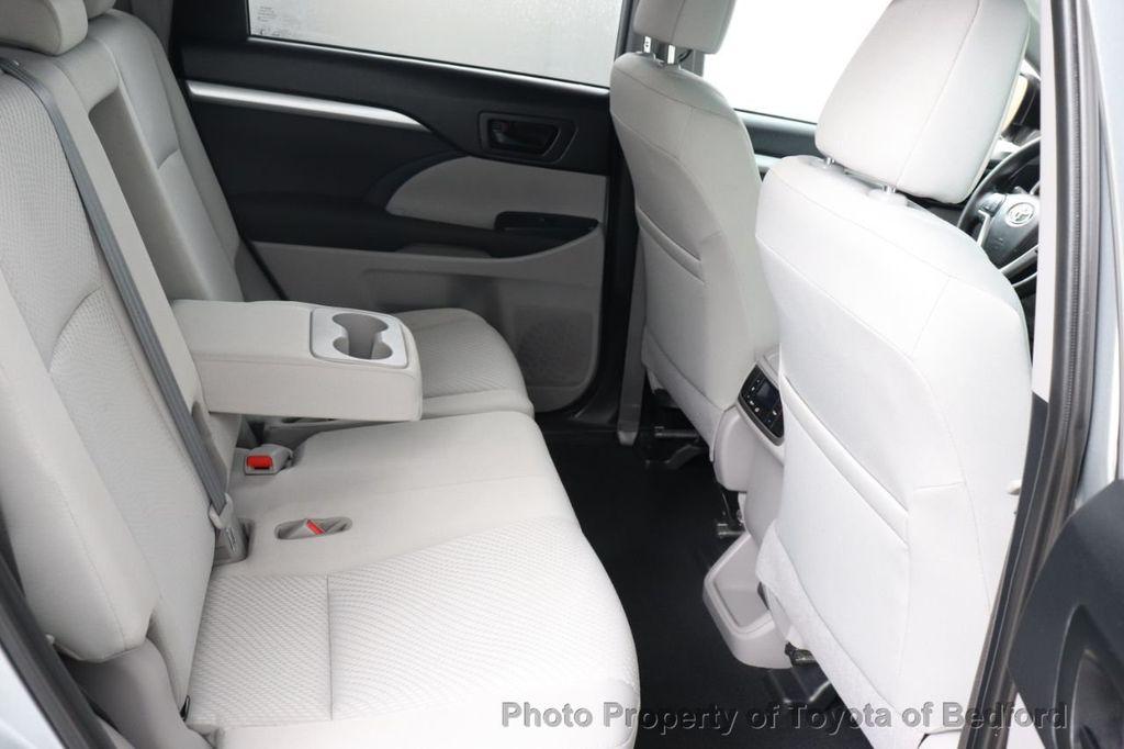 2019 Toyota Highlander LE I4 FWD - 18289774 - 9