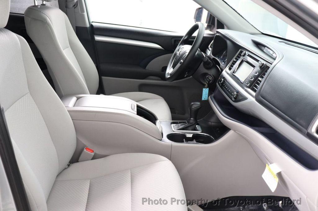 2019 Toyota Highlander LE I4 FWD - 18289774 - 10