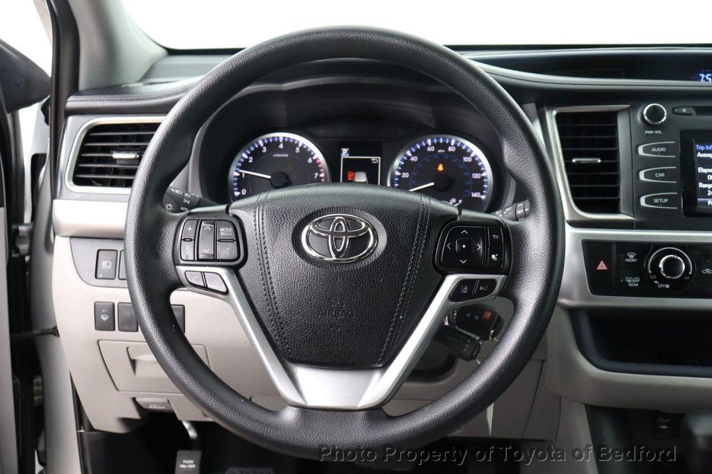 2019 Toyota Highlander LE I4 FWD - 18289774 - 3