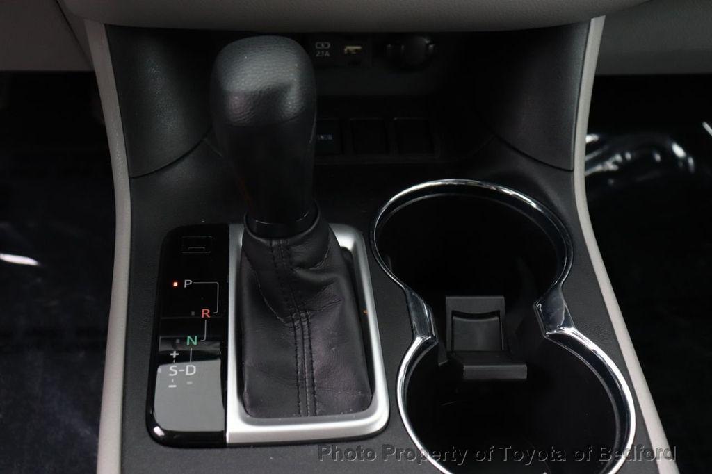 2019 Toyota Highlander LE I4 FWD - 18289774 - 5