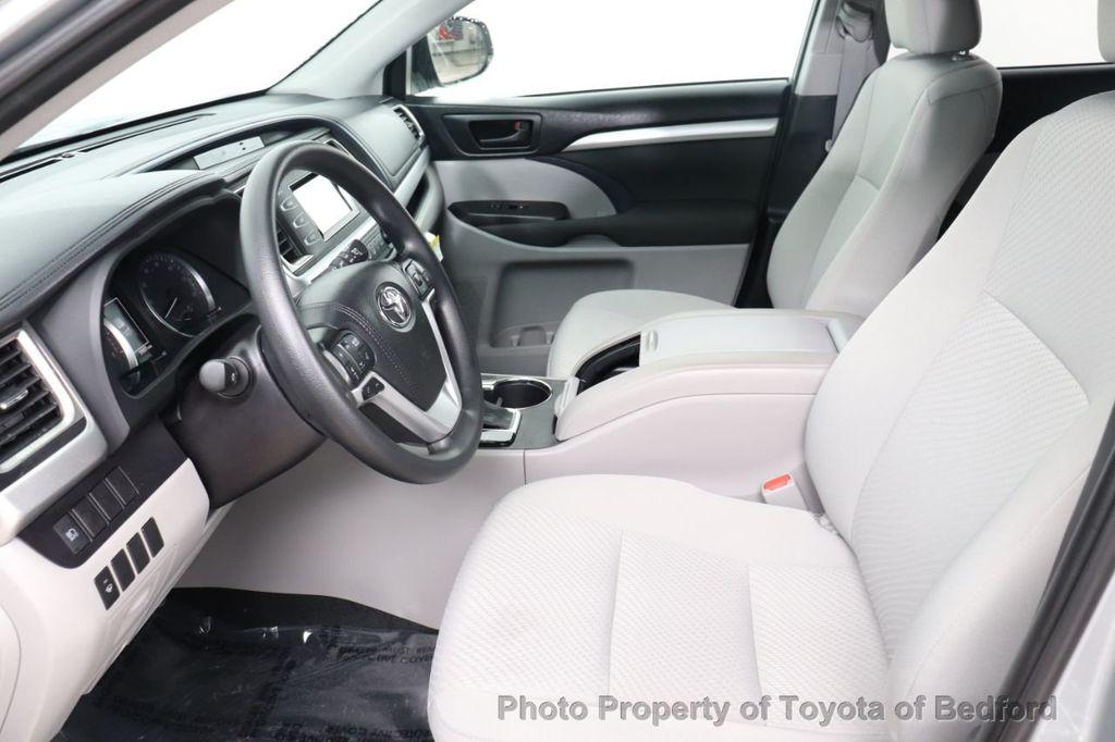 2019 Toyota Highlander LE I4 FWD - 18289774 - 6