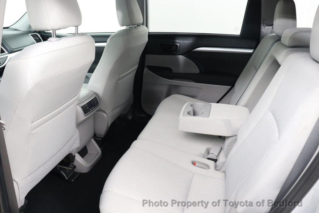 2019 Toyota Highlander LE I4 FWD - 18289774 - 7
