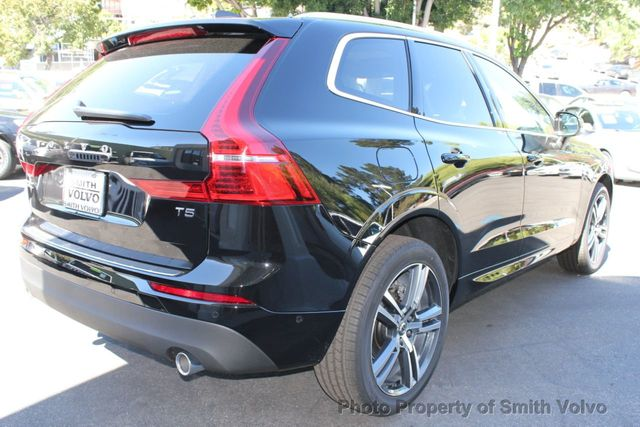 2019 Volvo XC60 T5 FWD Momentum - Click to see full-size photo viewer