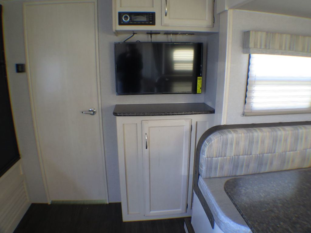 2019 Winnebago Minnie 2201DS  - 17472279 - 9