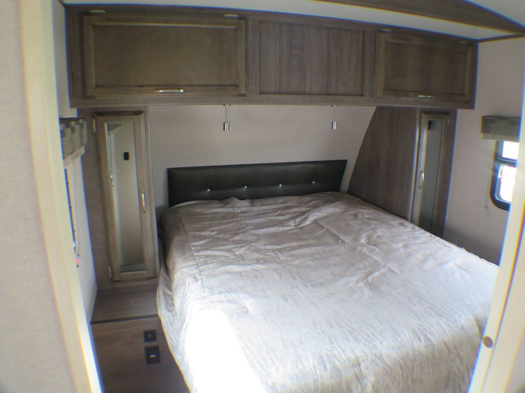 2019 Winnebago Minnie Plus 27BHSS  - 17934968 - 13