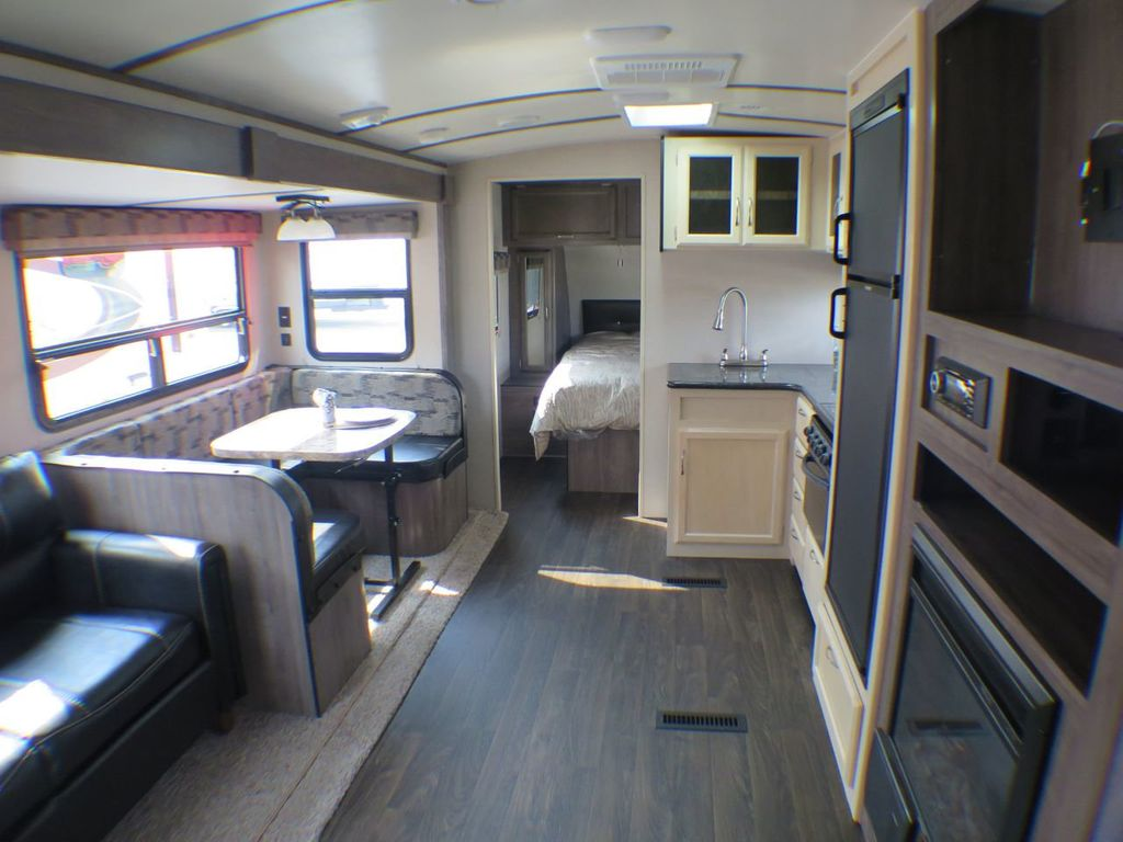 2019 Winnebago Minnie Plus 27BHSS  - 17934968 - 7