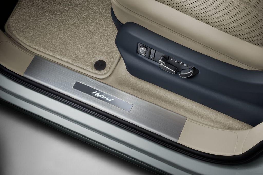 2020 Bentley Bentayga Hybrid Now Accepting Orders! - 18557422 - 8
