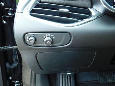 2020 Chevrolet Malibu 4dr Sedan Premier - Click to see full-size photo viewer