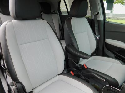 2020 Chevrolet Trax FWD 4dr LT SUV - Click to see full-size photo viewer