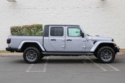 2020 Jeep Gladiator Overland 4x4 - Click to see full-size photo viewer
