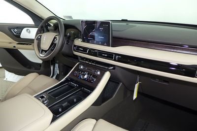 2020 Lincoln Aviator Reserve AWD SUV - Click to see full-size photo viewer