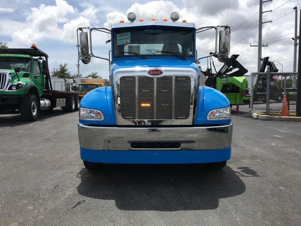 2020 Peterbilt 337 StepSide Classic 337..AIR BRAKE.AIR RIDE.22NGAF6T-LPW - 17505480 - 3