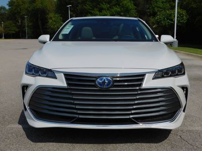 2020 Toyota Avalon Hybrid XLE Sedan - Click to see full-size photo viewer