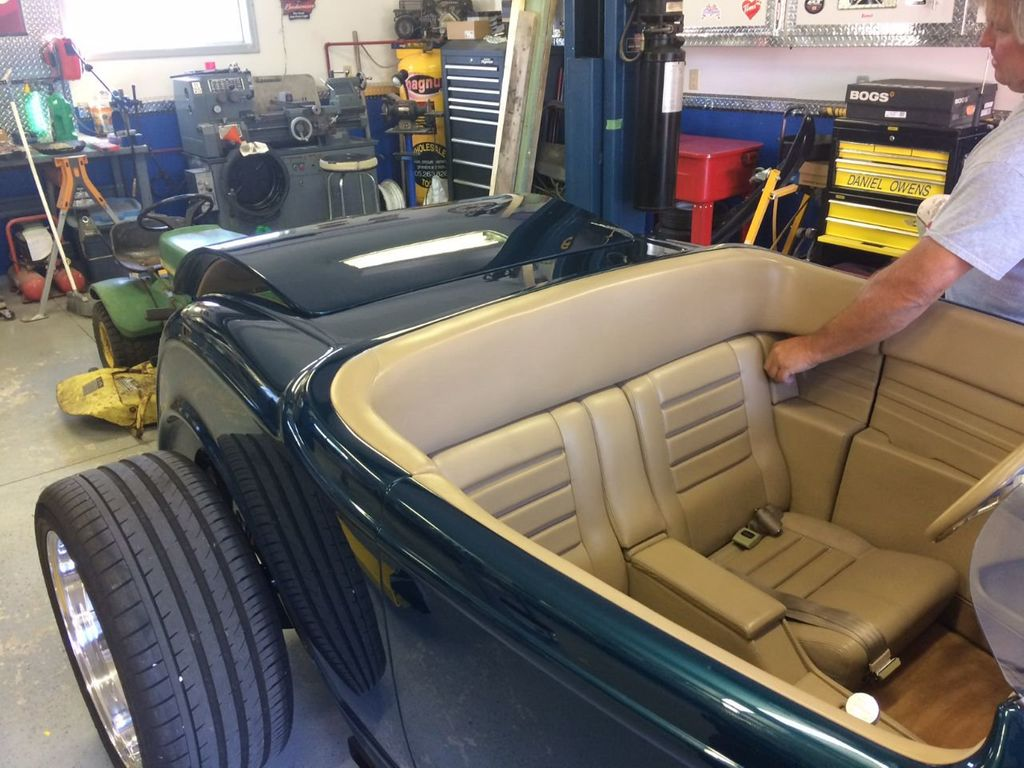 1932 Ford Roadster For Sale - 17943352 - 24