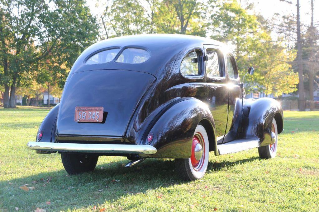 1939 Ford Deluxe Sedan - 17043978 - 9