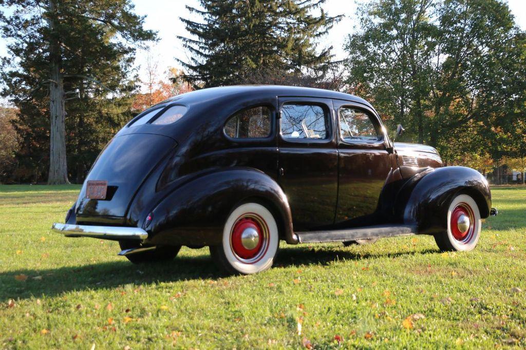 1939 Ford Deluxe Sedan - 17043978 - 10