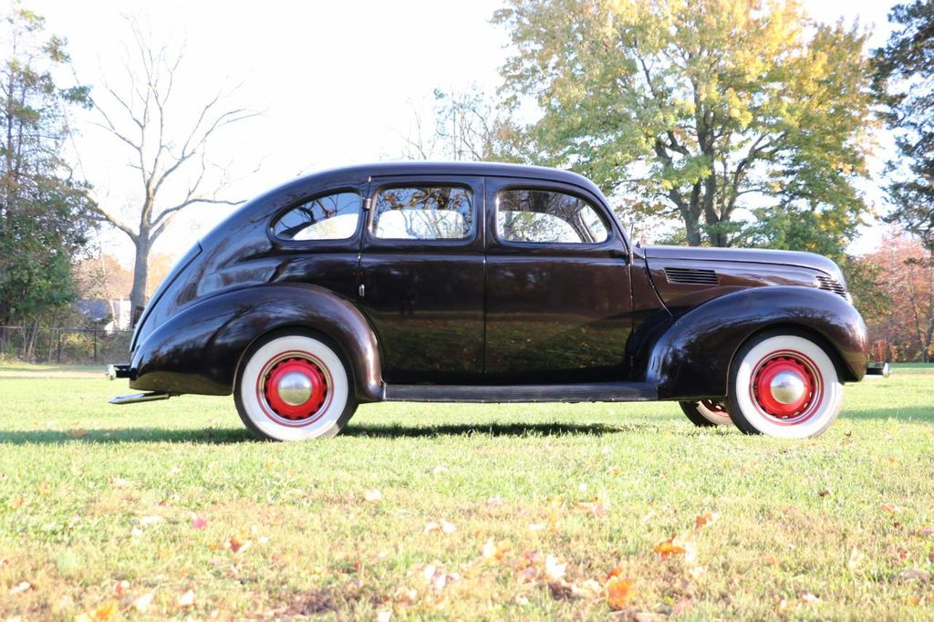 1939 Ford Deluxe Sedan - 17043978 - 11