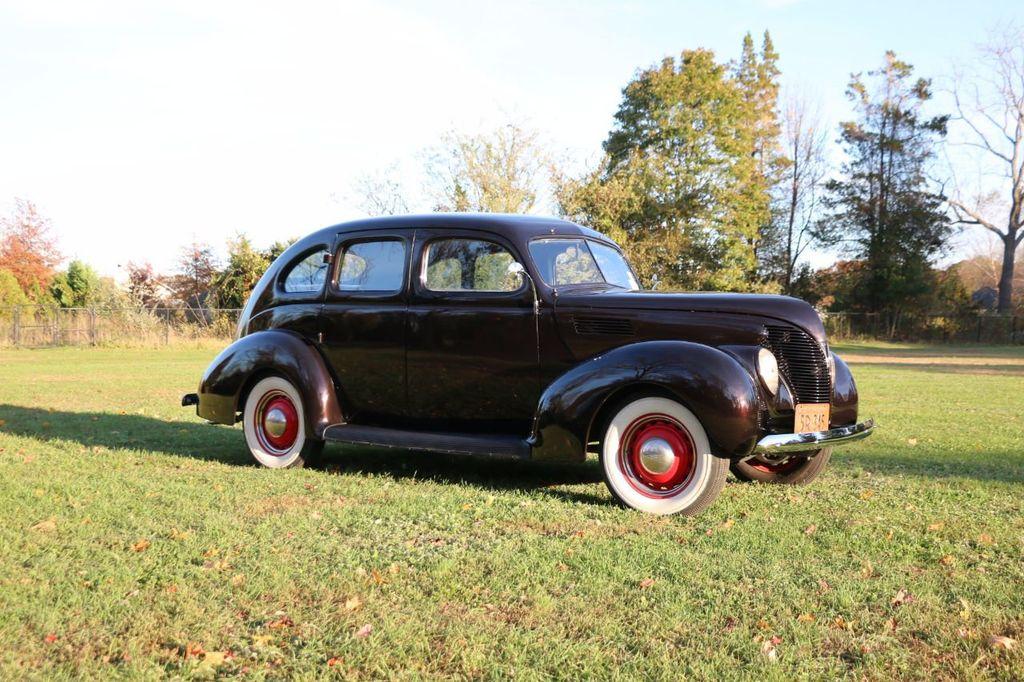 1939 Ford Deluxe Sedan - 17043978 - 12