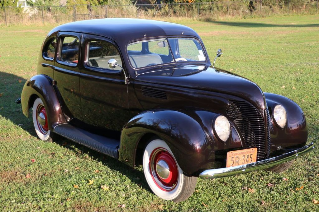 1939 Ford Deluxe Sedan - 17043978 - 13