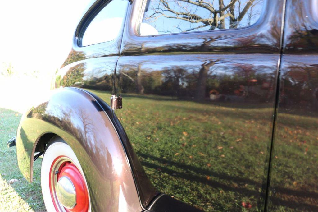 1939 Ford Deluxe Sedan - 17043978 - 16