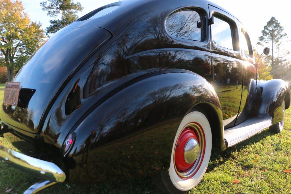 1939 Ford Deluxe Sedan - 17043978 - 17