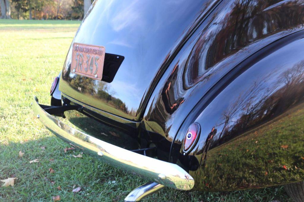 1939 Ford Deluxe Sedan - 17043978 - 18