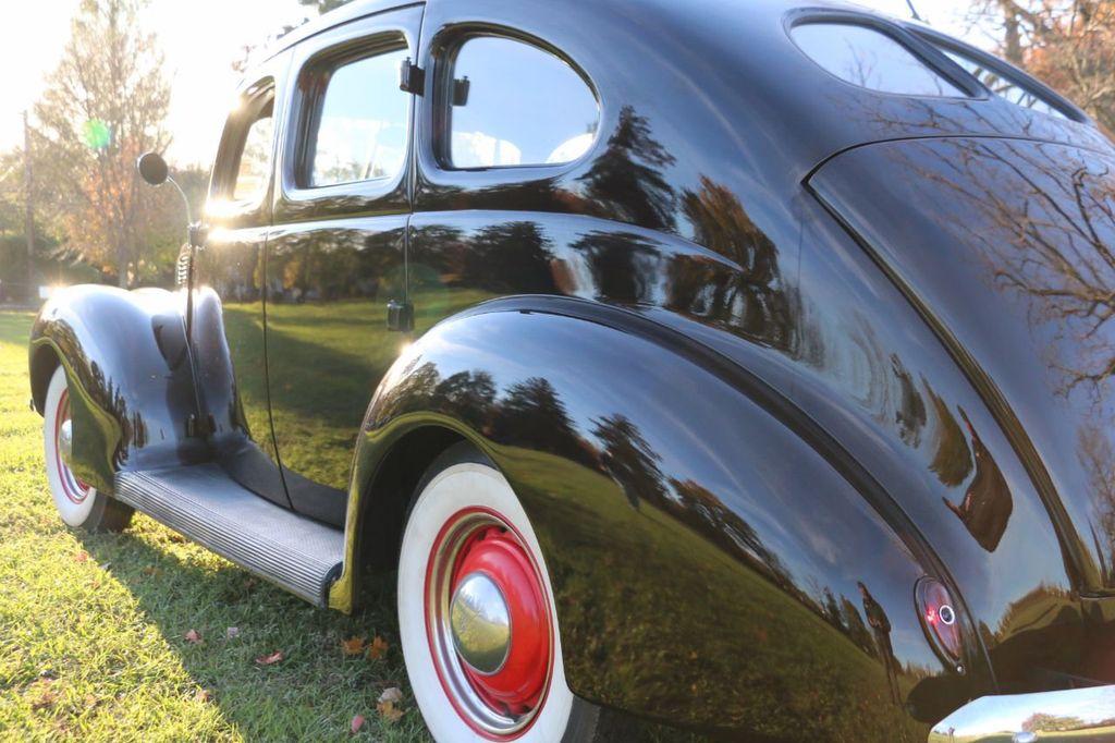 1939 Ford Deluxe Sedan - 17043978 - 20