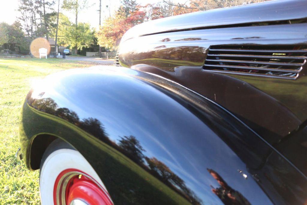 1939 Ford Deluxe Sedan - 17043978 - 22