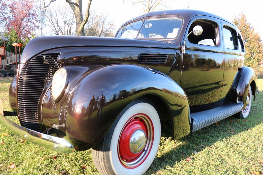 1939 Ford Deluxe Sedan - 17043978 - 23