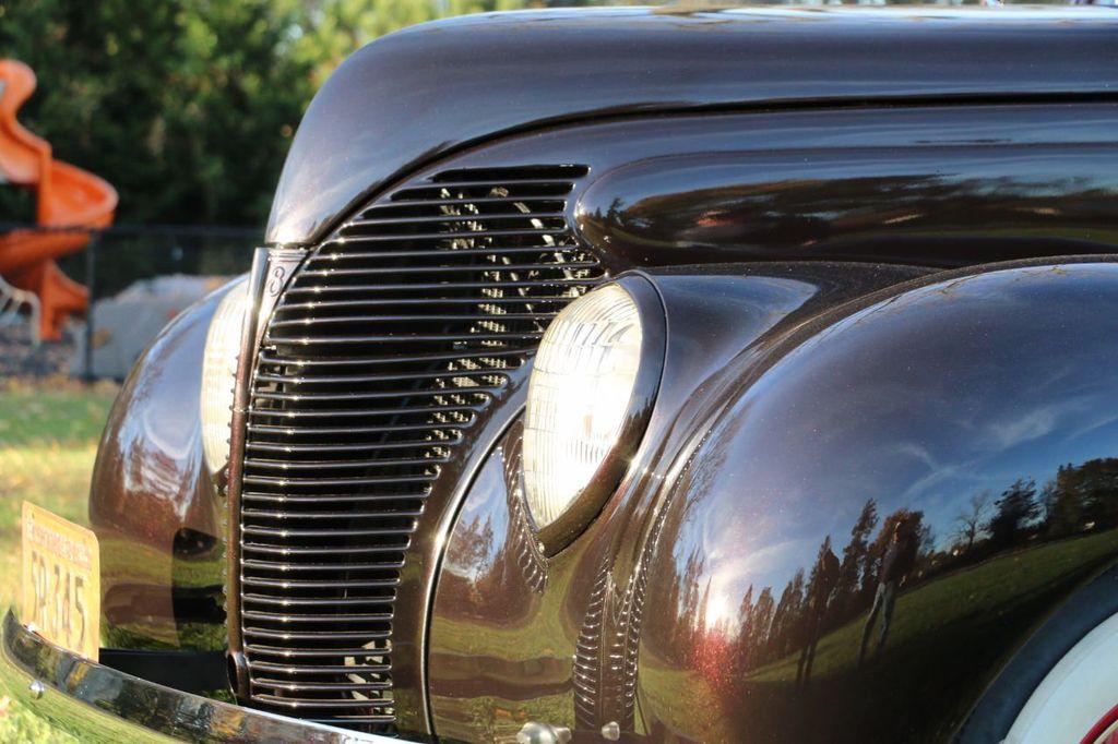 1939 Ford Deluxe Sedan - 17043978 - 24