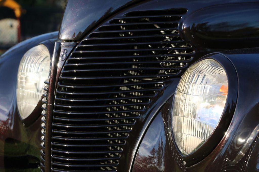 1939 Ford Deluxe Sedan - 17043978 - 25