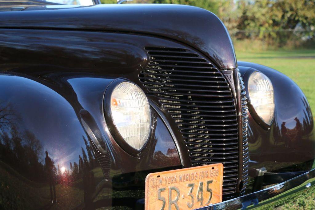 1939 Ford Deluxe Sedan - 17043978 - 26