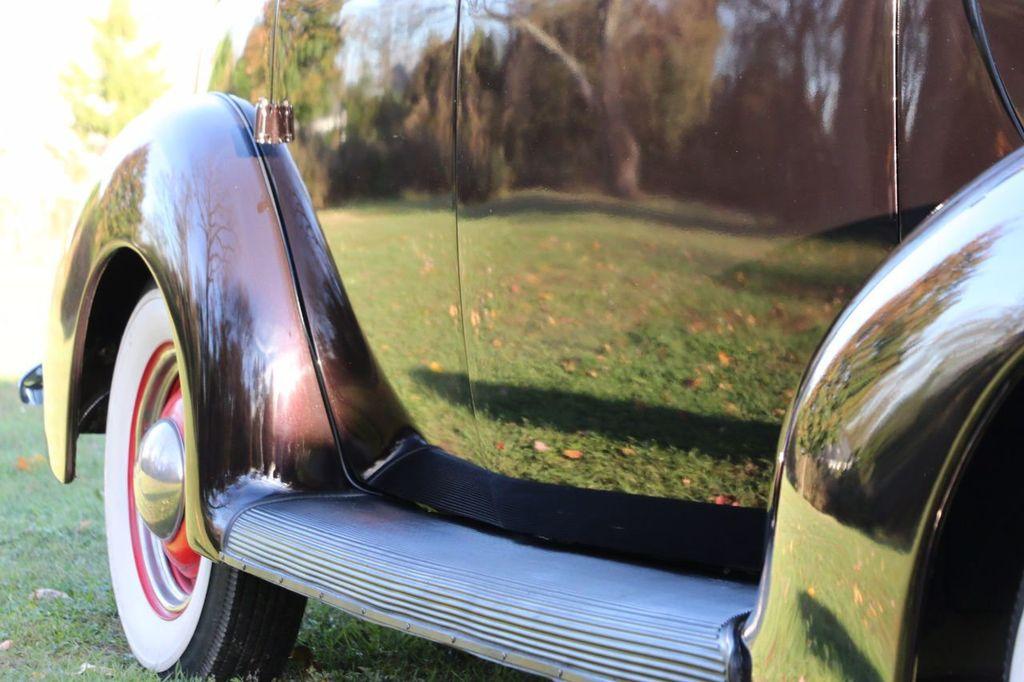 1939 Ford Deluxe Sedan - 17043978 - 28