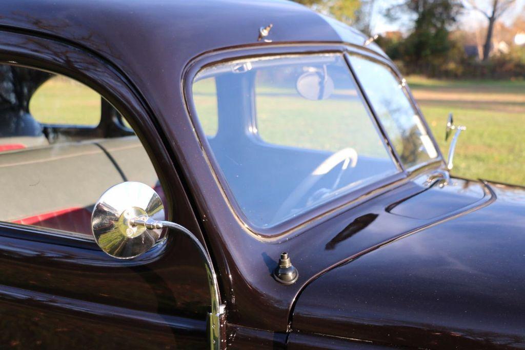 1939 Ford Deluxe Sedan - 17043978 - 30