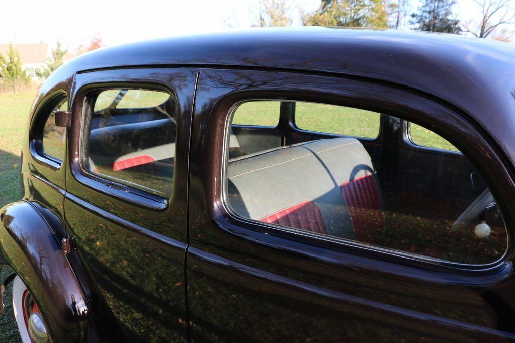 1939 Ford Deluxe Sedan - 17043978 - 31