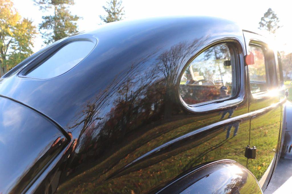 1939 Ford Deluxe Sedan - 17043978 - 32
