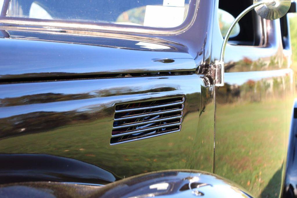 1939 Ford Deluxe Sedan - 17043978 - 35