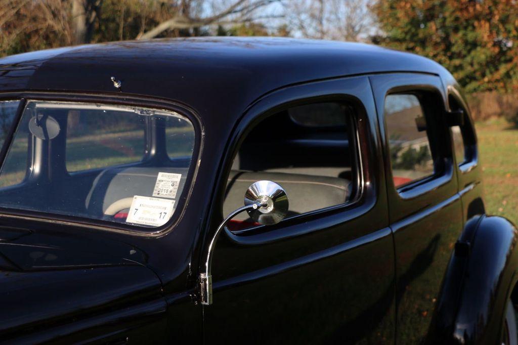1939 Ford Deluxe Sedan - 17043978 - 36