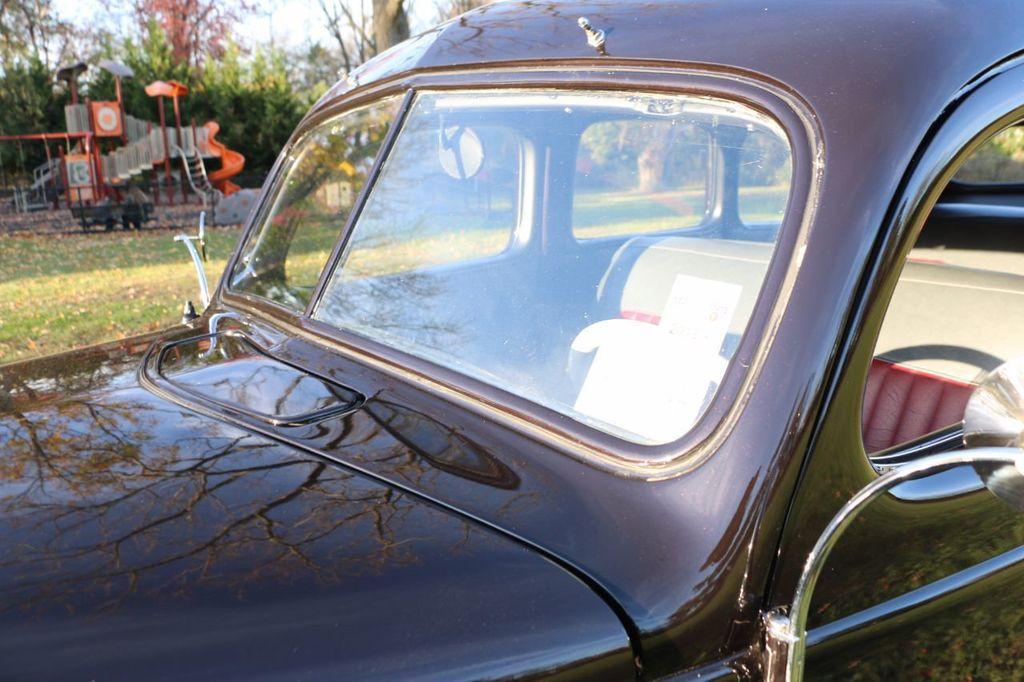 1939 Ford Deluxe Sedan - 17043978 - 37