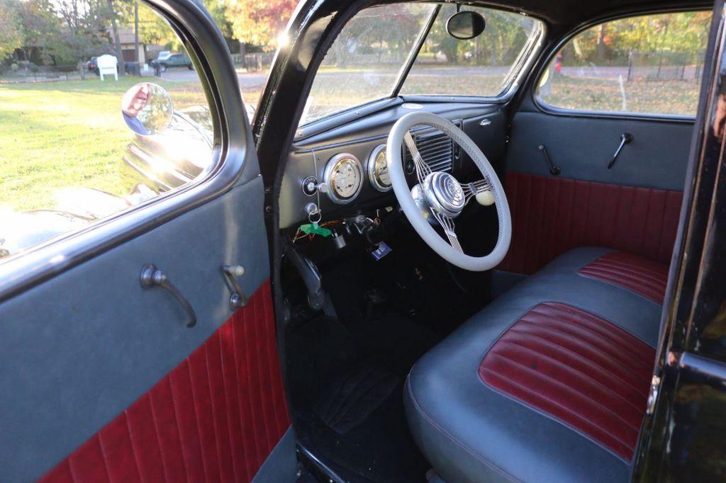 1939 Ford Deluxe Sedan - 17043978 - 38