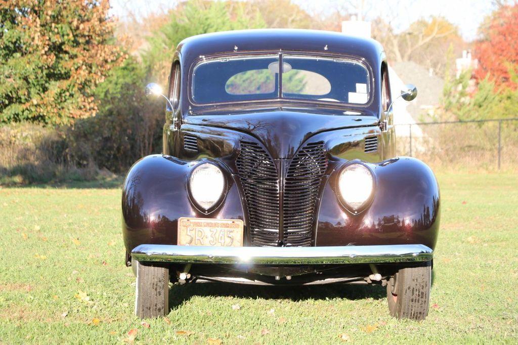 1939 Ford Deluxe Sedan - 17043978 - 3